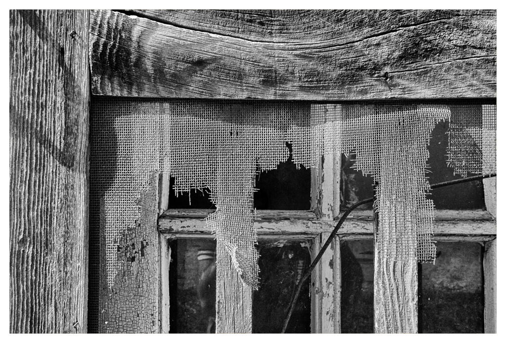 Simon Larson Photography - Detail of abandoned Cabin, Route 66