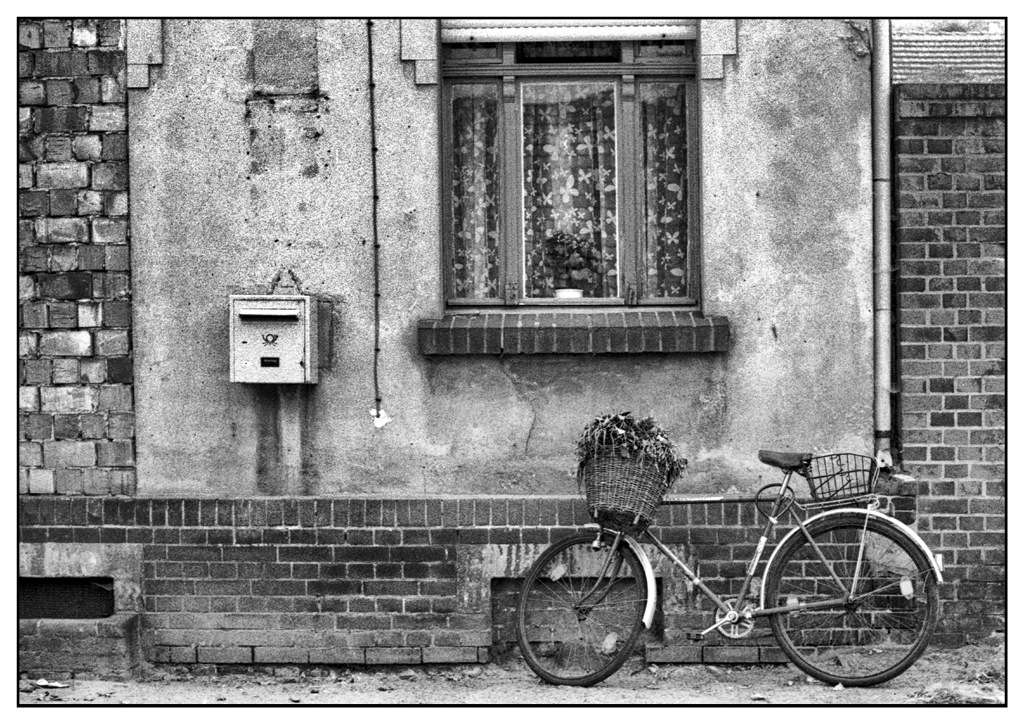 Simon Larson Photography - Back Street, Warsaw, Poland