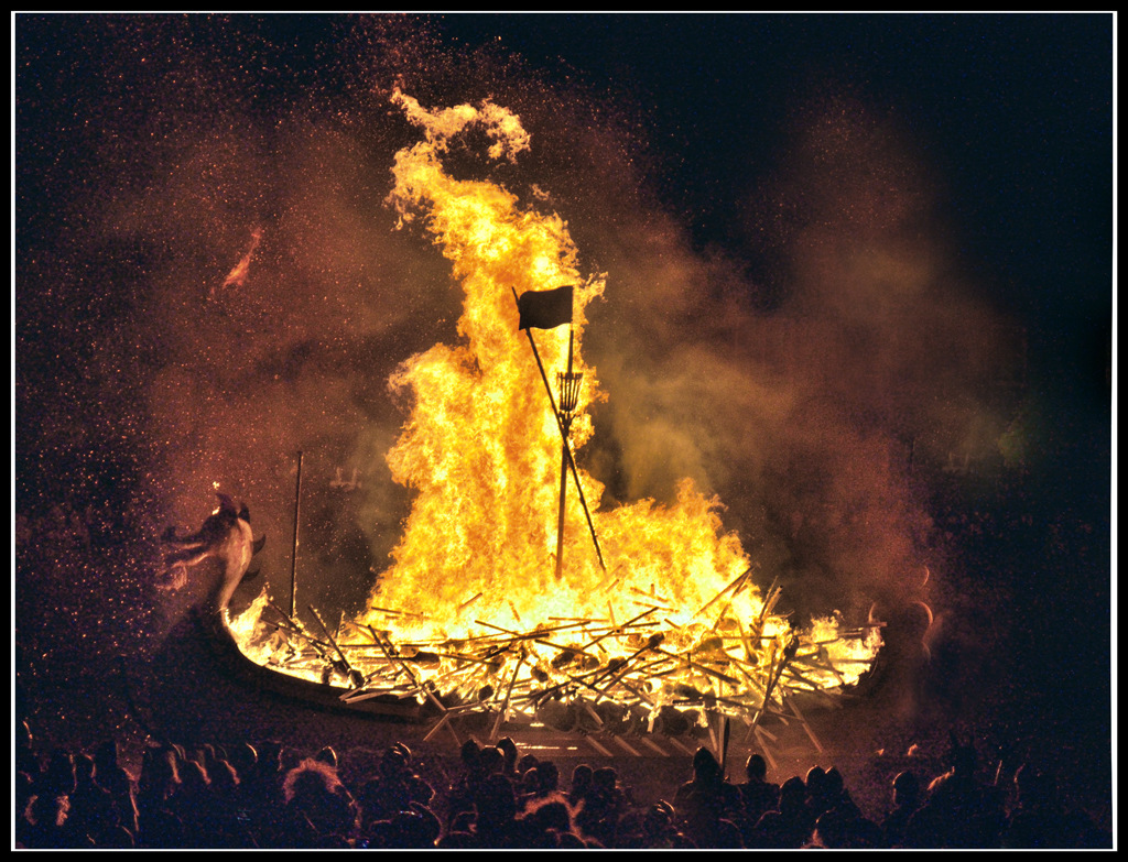 Simon Larson Photography - The ceremonial burning of the Viking Galley - Nils Olav