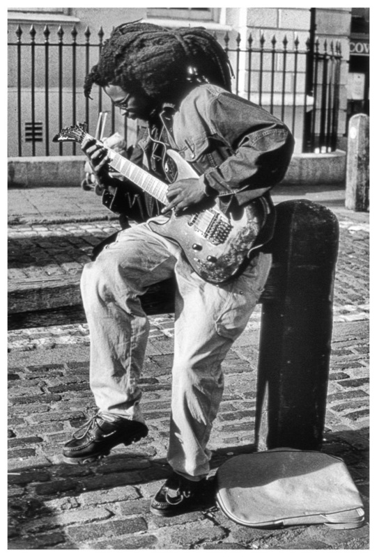 Simon Larson Photography - Guitarist, Covent Garden, London