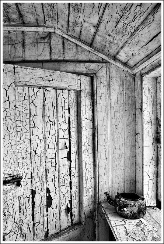 Simon Larson Photography - The Kettle, derelict house