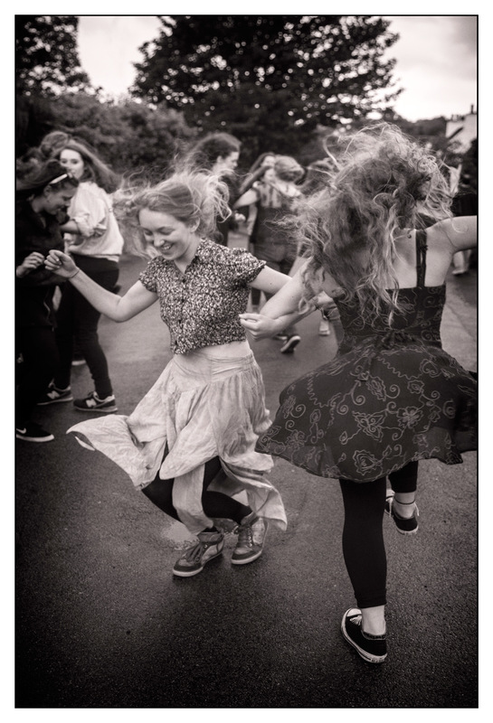 Simon Larson Photography - Dancing in the street at the Alasdair Fraser Fiddle Concert, 2017