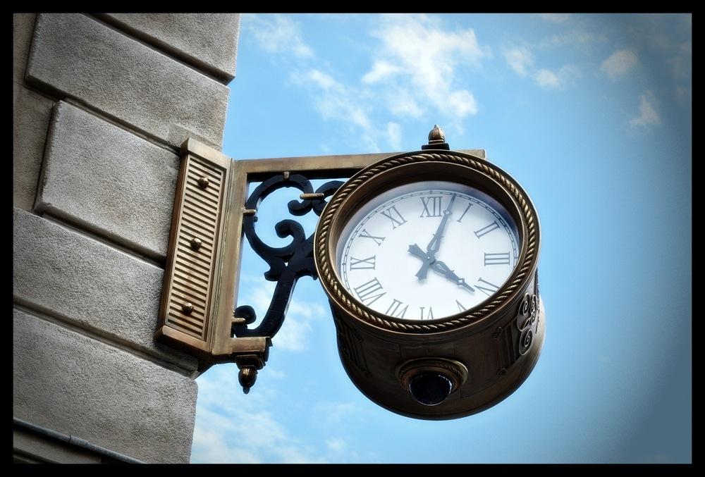 tania karaportfoliobox.fr - horloge