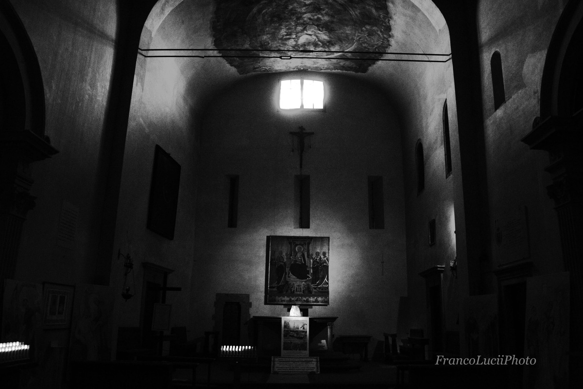 FrancoLuciiPhoto FLP - Florence,church of Santa Margherita de Cerchi, view side altar.