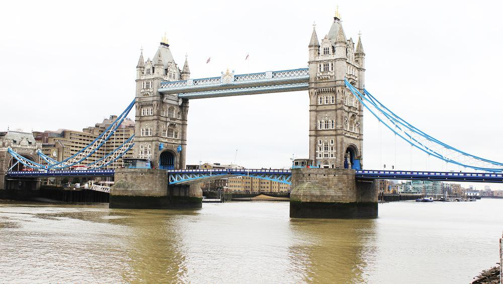 Whos That Girl - London Bridge