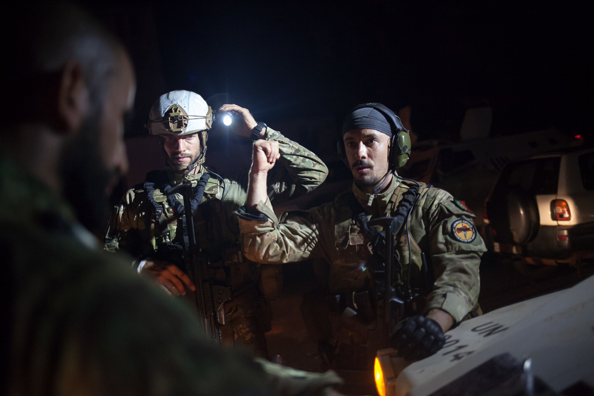 Adrienne Surprenant - Portuguese special forces briefing beofre going on patrol in Pk5, on the 13th of November 2017.