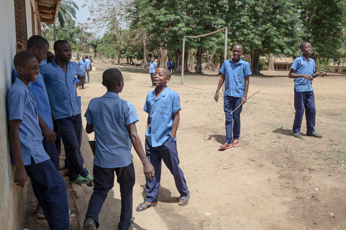 Adrienne Surprenant - Kids play in the St-Andrews seminary in Bafia, where Pascal Siakam used to study.