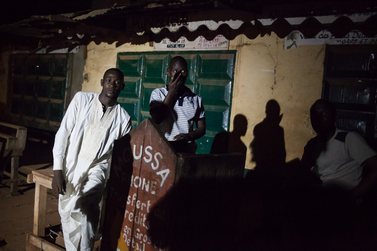 Adrienne Surprenant - People in Pk5 look at the MINUSCA troops passing by, at the entrance of Pk5 market, in Bangui.