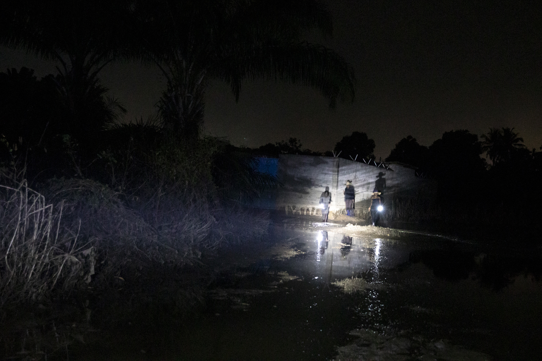 Adrienne Surprenant - During a nighttime patrol, young people from the neighbourhood make rounds from 12 to 3am, by fear that robbers steal the roofs, or the furniture that remained in their flooded houses.