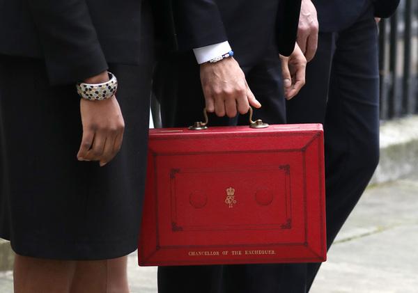 Paul Marriott Photography - Rishi Sunak holds the red Budget Box