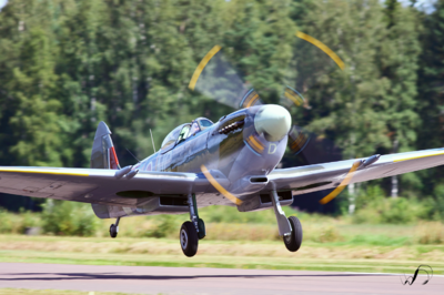 Winedale Photography - Spitfire take-off