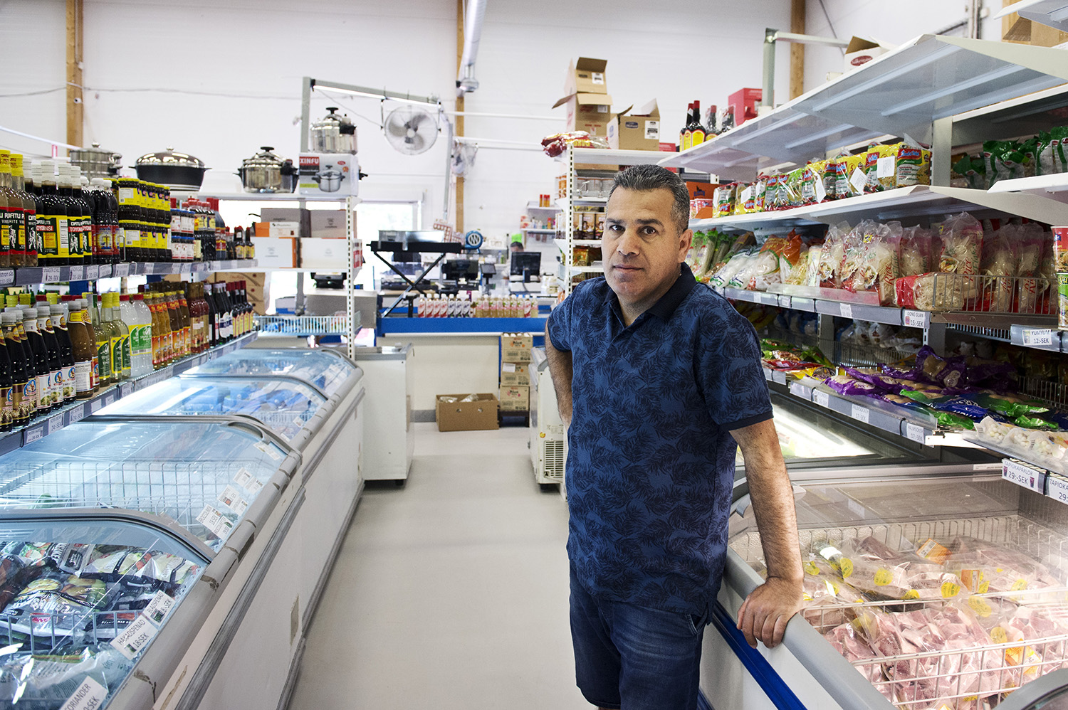 Mareike Timm | Photo Journalist - Goran Jabbar, owner of the grocery store Slemani Market in Svinesund near the border, has almost no customers since the border between Norway and Sweden was closed.