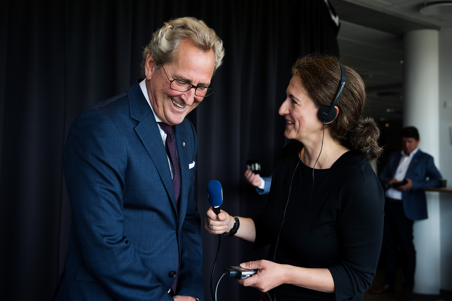 Mareike Timm | Photo Journalist - Erik Hamrén is being interviewed by Deutschlandfunk-reporter Jessica Sturmberg after the press conference in Reykjavík, where he was presented as the new trainer of the Icelandic national football team. For Deutschlandfunk, 2018.