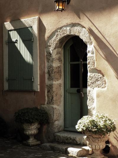 studio svart ateljé vit - Stone house