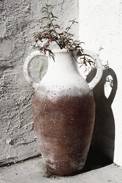 studio svart ateljé vit - Amphora in own garden
