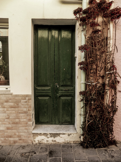 studio svart ateljé vit - A green door at San Pietro