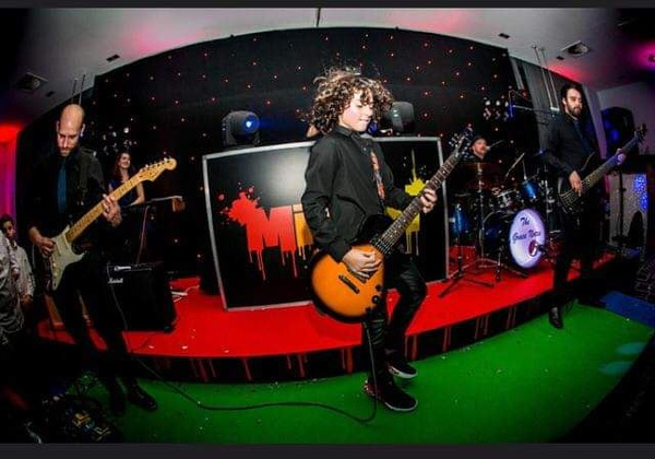 Pro Play Music - Micah Mansoor playing live and rocking out on stage with The Grace Notes