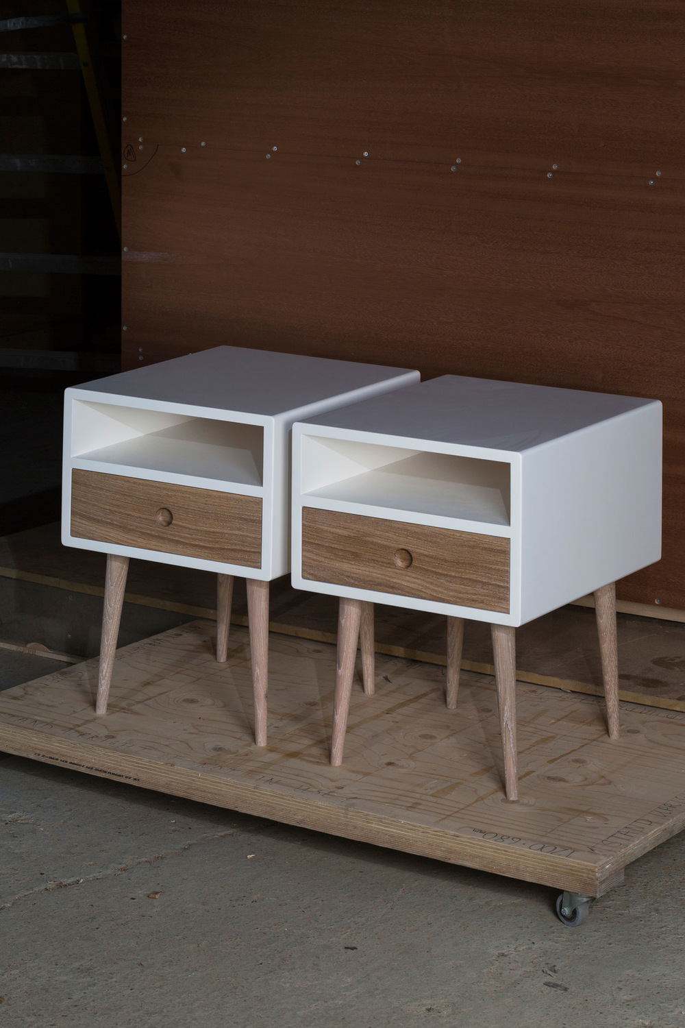 Merrett Houmøller Architects - Bedside tables with oak detailing