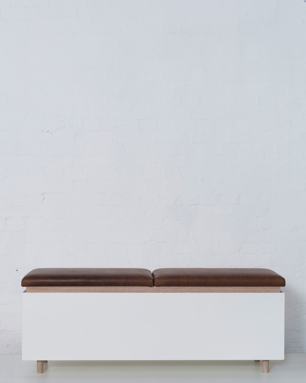Merrett Houmøller Architects - Oak lined Ottoman with leather upholstery
