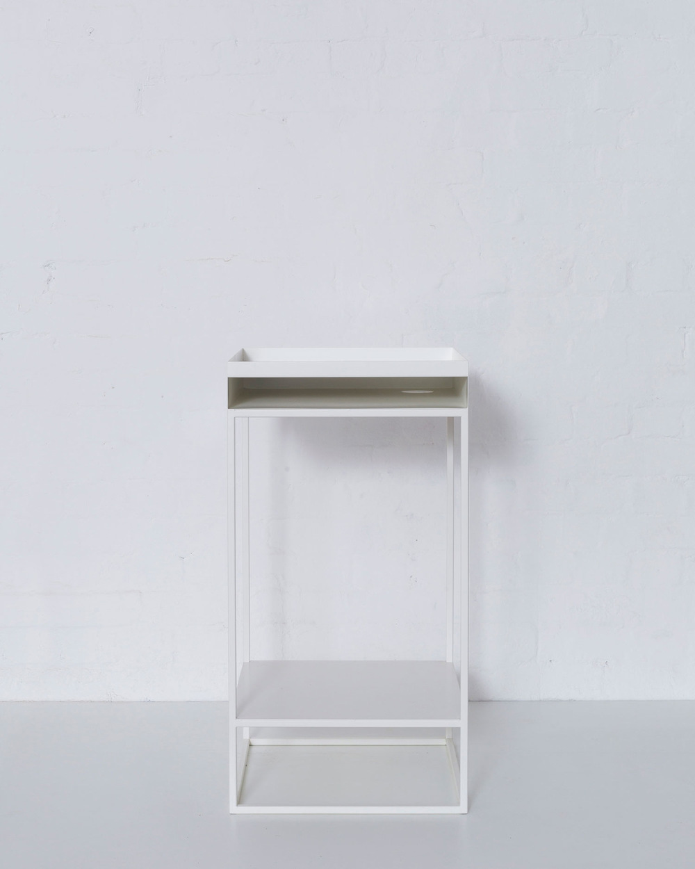 Merrett Houmøller Architects - Corner table in powder coated steel