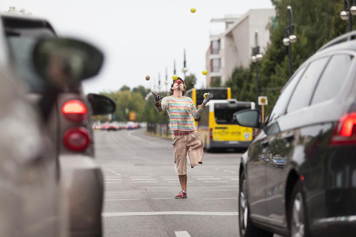 Pressefoto Georg Moritz // Berlin - Einbeiniger Jongleur