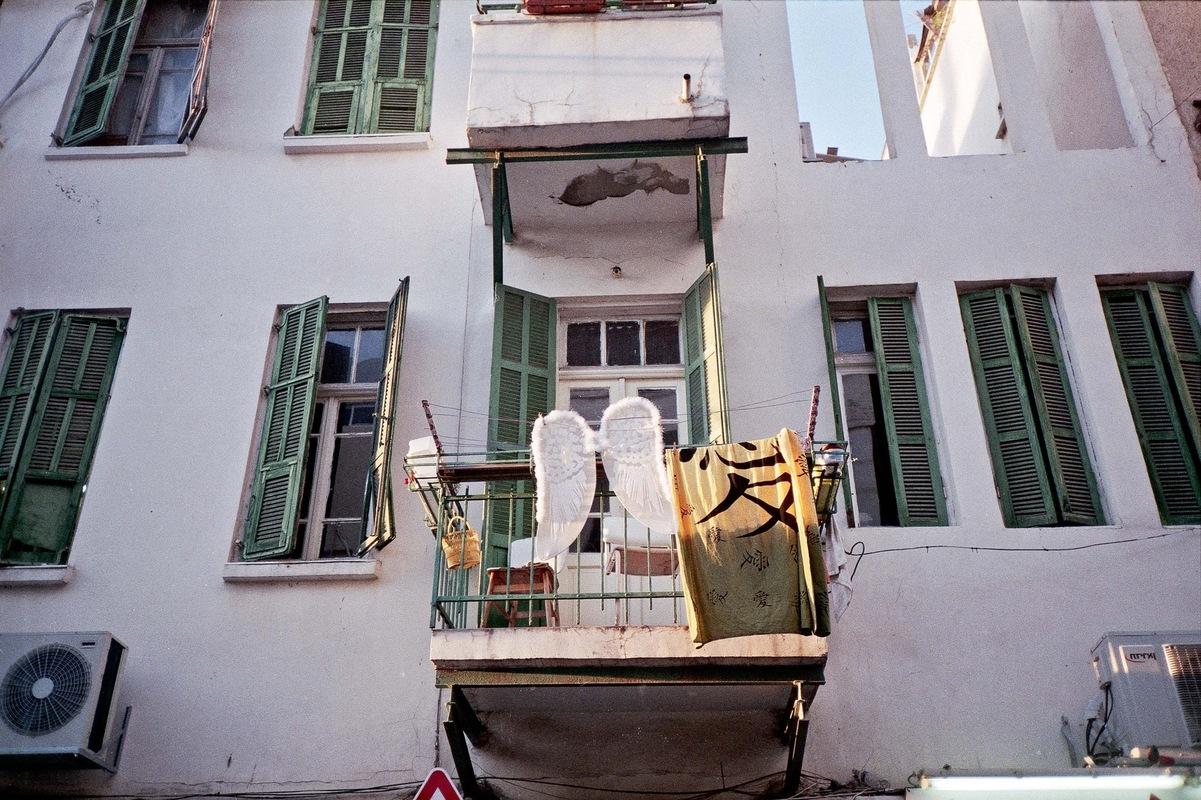 sebastiancunitz - Engelsflügel an einer Wäscheleine.
