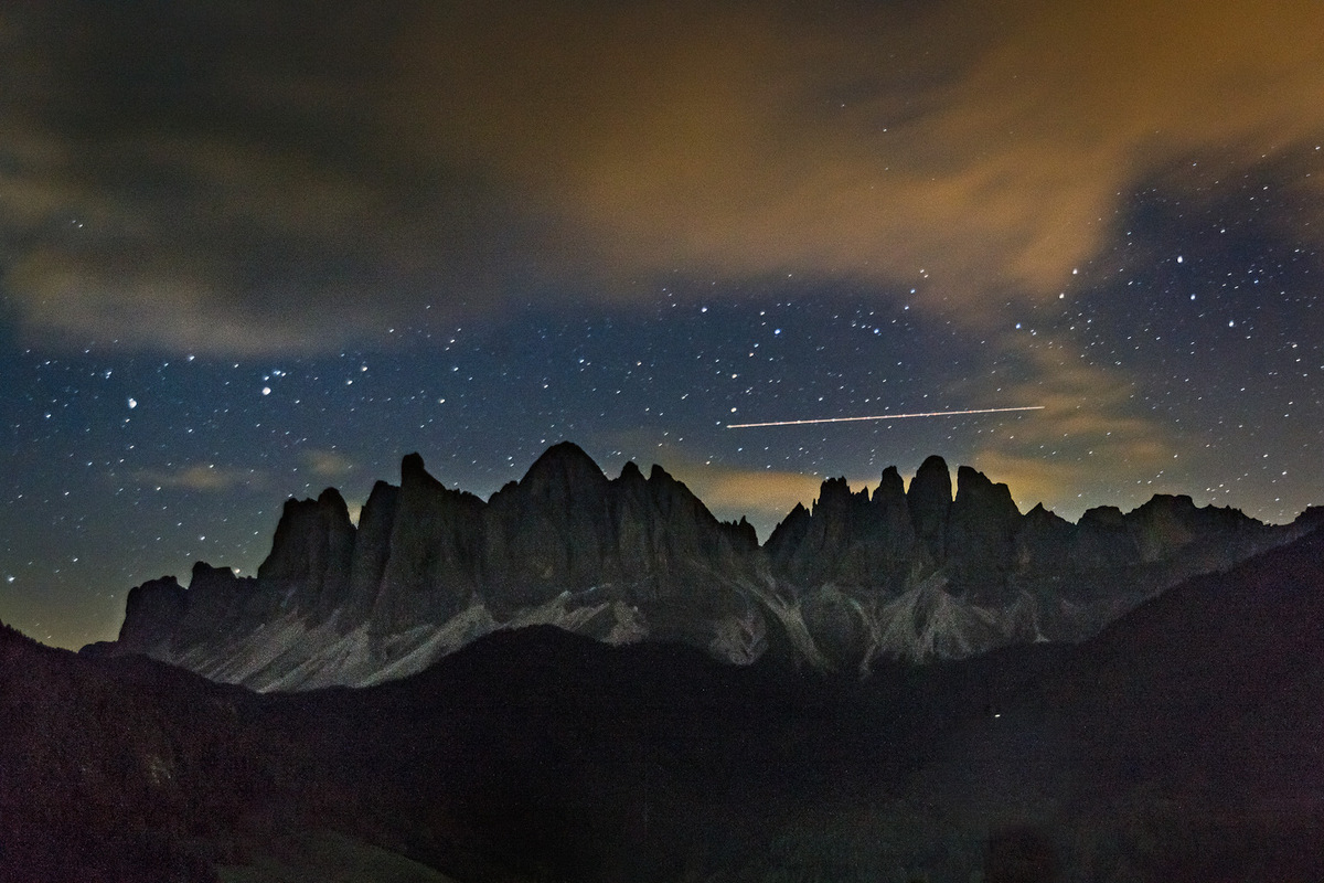 sebastiancunitz - Nachtaufnahme vom Geißler Massiv.