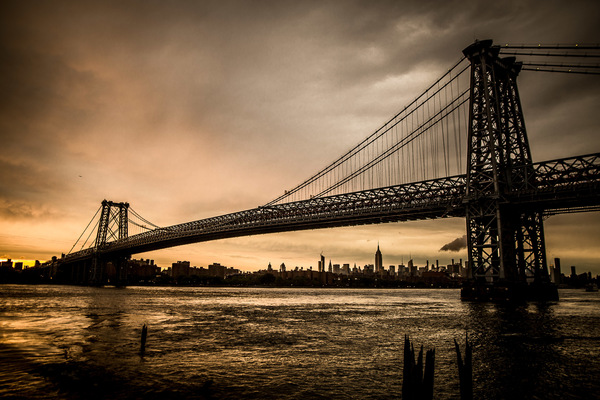 David Wallace Shoots Photographer - NYC, Manhattan bridge, sunset.