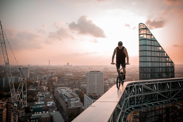David Wallace Shoots Photographer - Riding London