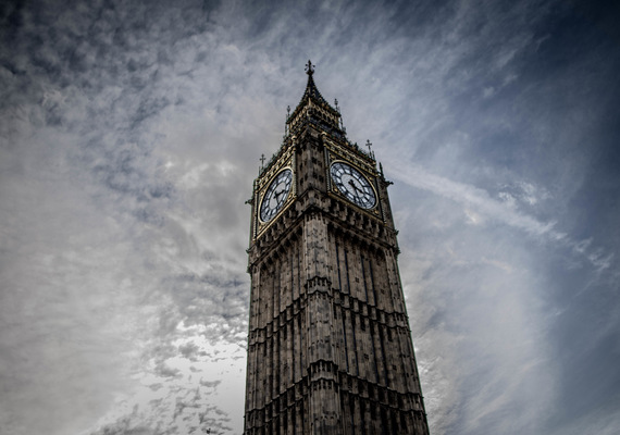 David Wallace Shoots Photographer - Big Ben.