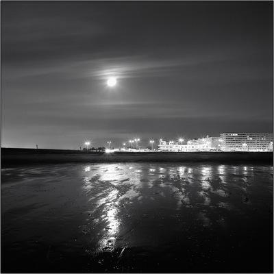J·C DELVAUX - - Soleil de minuit -
