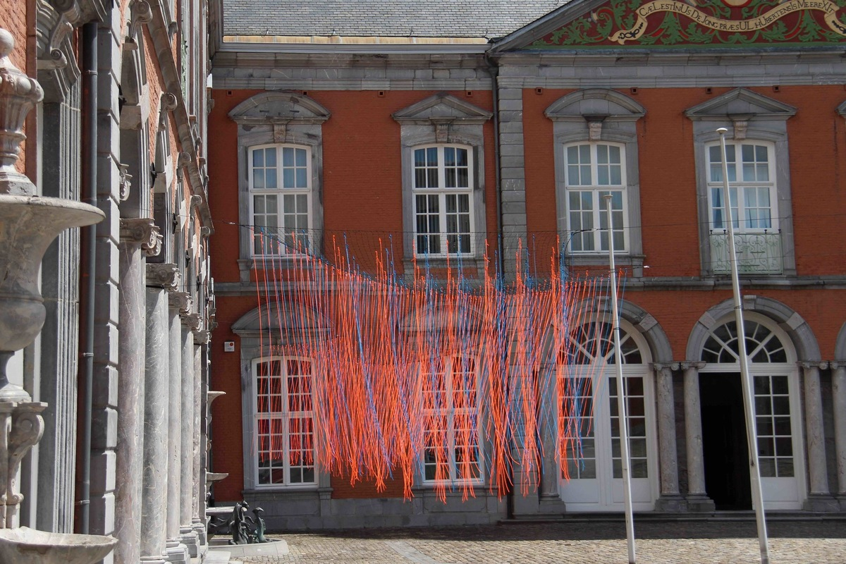 laurenttrezegnies - Prix du Luxembourg, Palais Abbatial de Saint-Hubert (Be.) title :  Les Alizés  site-specific intervention on the flagpoles in the courtyard. material : nets, ropes.