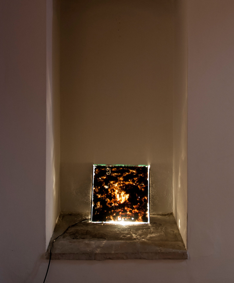 PLACENTIA ARTE - gegenbild [feat. Carolina Valencia Caicedo] smoked glass + lamp cm. 34x34, 2015 ph. credit Marco Fava