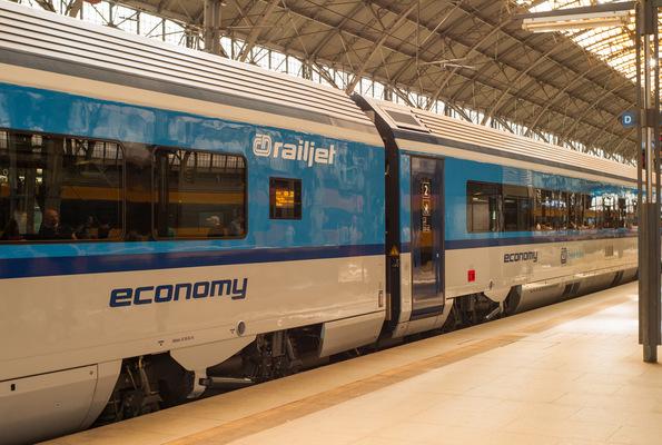 Kai Michael Neuhold - Fotojournalist - RailJet der Tschechischen Bahn im Prager Hauptbahnhof