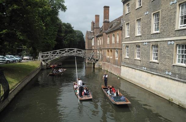 Kai Michael Neuhold - Fotojournalist - Punting in Cambridge