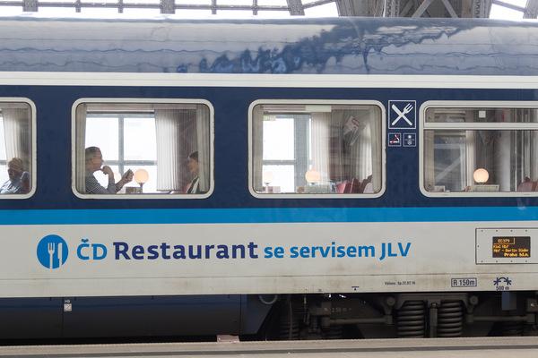 Kai Michael Neuhold - Fotojournalist - Speisewagen der Tschechischen Bahn