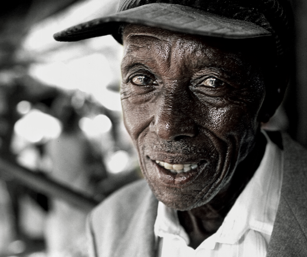 PHOTOGRAPHY - CARL SWENSSON - OLD MAN Cap Town 2006 40 X 50 | 50 X 70 | 70X 100 |