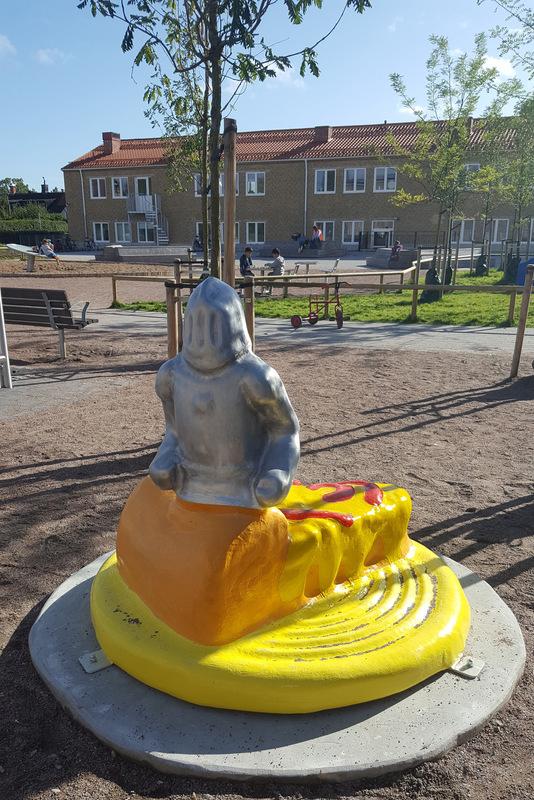 www.lenaflodman.com - Riddaren, fibreglass+aluminum One of five sculptures in Kotten&Co for Geijerskolan in Limhamn , Malmö. Inaugurated 22 Sept 2017.