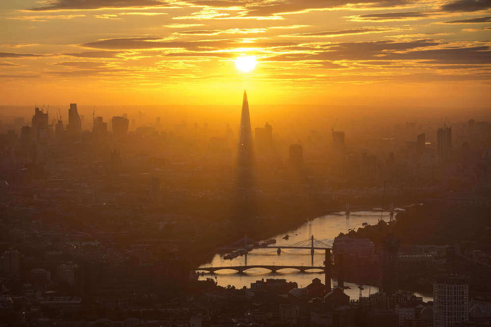 Victoria Jones Press Association Photographer - August 2017  The sun rises over The Shard in central London as warmer weather returns to the south of England.