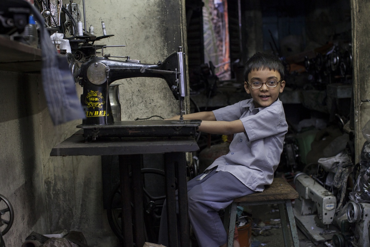 linda cartridge photographer - India,Jodphur schoolchild in his fathers shop