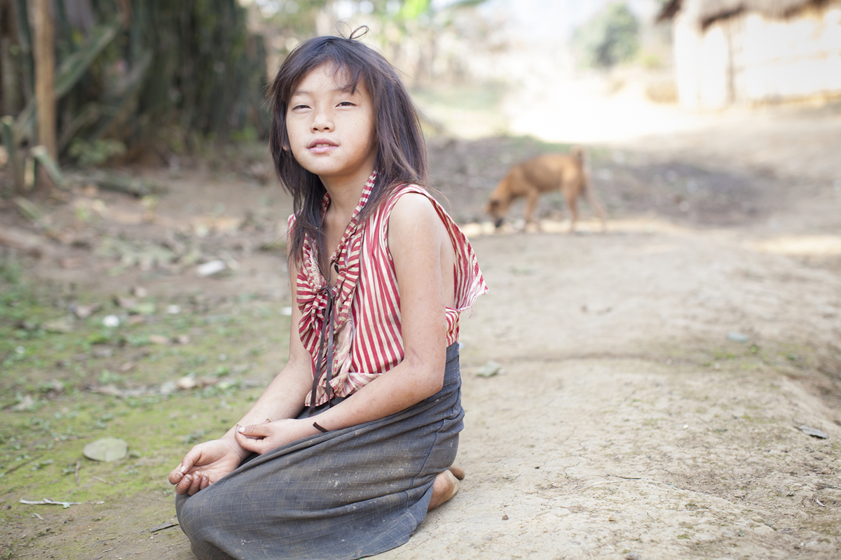linda cartridge photographer and artist - Laos, Hmong girl