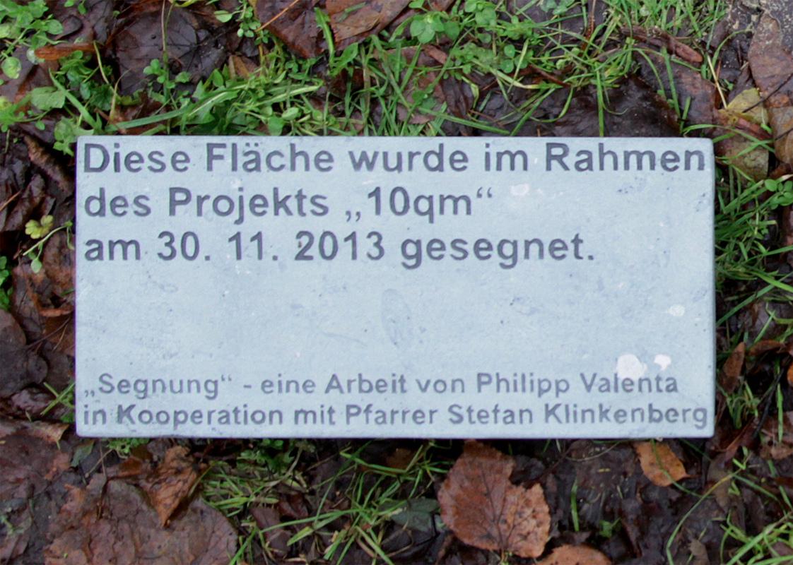 Philipp Valenta - Grundstein vor Einsetzen ins Erdreich (Foto Stefanie Klingemann)