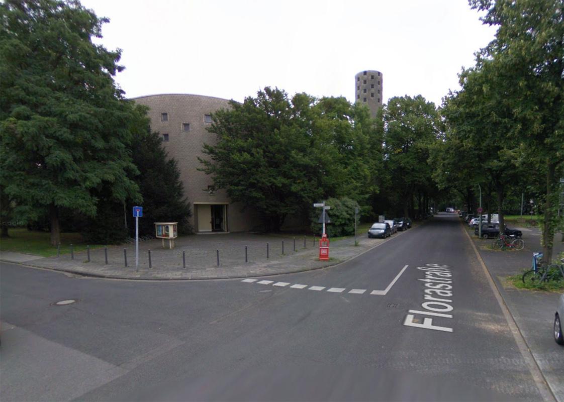 Philipp Valenta - Die gegenüber der Fläche liegende Kirche St. Hildegard in der Au (Ausschnitt GoogleStreetView)