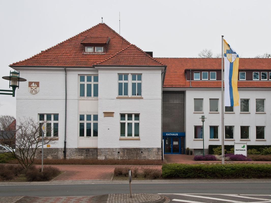 Philipp Valenta - Flagge vor dem Rathaus der Stadt Petershagen, 2014