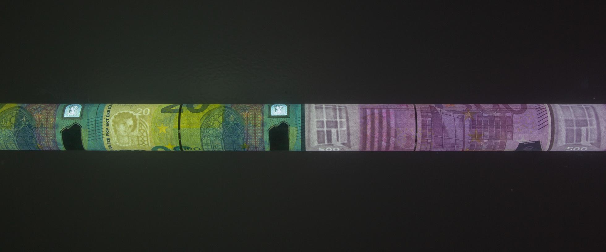 Philipp Valenta - Detail Neonröhre / detail neontube