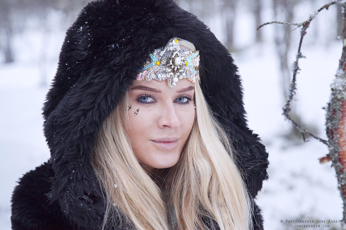 Photographer June Åsheim - Model Madelen Reinholdtsen Instagram @maddeeepaddeee
