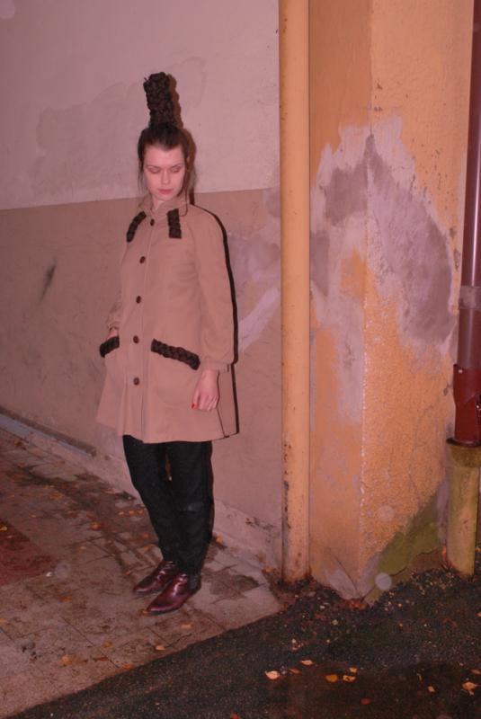 Cecilia Tutti - Jacka med flätade ulldetaljer och hand printat foder. Fanns i 3 färger