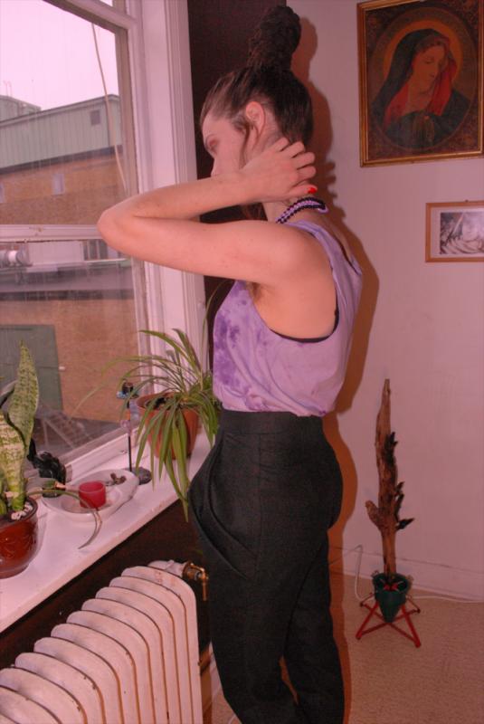 Cecilia Tutti - Lila handfärgat linne med draperade ullbyxor.