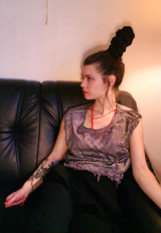 Cecilia Tutti - Handfärgad tröja med flätor.