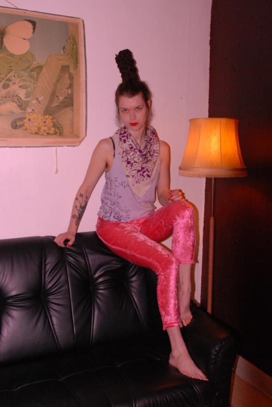 Cecilia Tutti - Tights i krossad velour, handprintat linne och scarfs